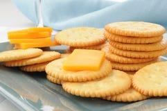 Kaas en crackers royalty-vrije stock afbeeldingen