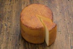 Kaas en een stuk Stock Afbeeldingen