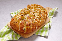 Kaas en knoflookbarstbrood Stock Foto