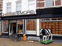 Kaas en Meer Winkel, Edammer kaaswinkel in Delft, Nederland royalty-vrije stock fotografie