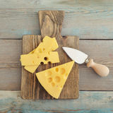 Kaas met grote gaten stock fotografie