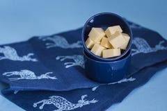 Kaas op blauw Royalty-vrije Stock Foto