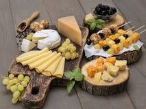 Kaas op een houten lijst Stock Afbeelding