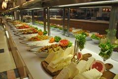 Kaas op een plaat in een restaurant stock foto's