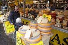 Kaas op openluchtmarkt in Veenendaal Stock Foto's