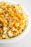 Kaas Op smaak gebrachte Popcorn royalty-vrije stock afbeeldingen