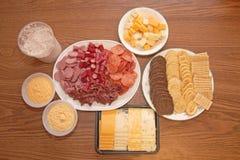 Kaas, Vlees, en Crackers Stock Foto
