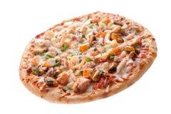 Kaasachtige die Zeevruchtenpizza op Witte Achtergrond wordt geïsoleerd Royalty-vrije Stock Afbeelding