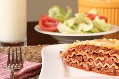 Kaasachtige lasagna's Stock Foto's