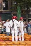 Kaasdragers bij kaasmarkt in Alkmaar, Hollan Royalty-vrije Stock Fotografie