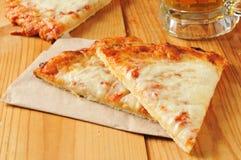 Kaaspizza stock foto's