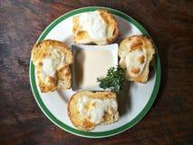 Kaastoost met saladeroom, voedsel voor gemakkelijke maaltijd stock afbeelding