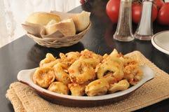 Kaastortellini met tomatensaus royalty-vrije stock afbeelding