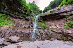 Kaaterskill nedgångar på Catskills berg royaltyfria foton
