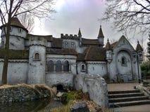 Kaatsheuvel/Нидерланд - 29-ое марта 2018: Замок сказки в тематическом парке Efteling стоковые изображения rf