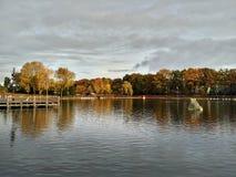 Kaatsheuvel holandie/- Listopad 03 2016: Jezioro i fontanny w parku tematycznym Efteling zdjęcie royalty free