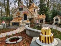 Kaatsheuvel/Nederländerna - mars 29 2018: Det söta huset av sagan Hansel och Gretel i nöjesfältet Efteling arkivbild