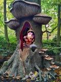 Kaatsheuvel/Pays-Bas - 3 novembre 2016 : Chiffre de Troll dans un arbre Parc à thème Efteling photographie stock