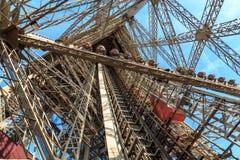 kabłąkowatość Eiffel podążać nogi dźwignięcia lokalizować jeden pasażera platformy struktura bierze target1966_0_ niezwykłego vie obrazy stock
