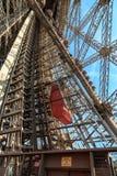kabłąkowatość Eiffel podążać nogi dźwignięcia lokalizować jeden pasażera platformy struktura bierze target1966_0_ niezwykłego vie zdjęcia royalty free