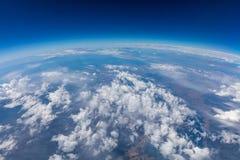 Kabłąkowatość planety ziemia Antena strzał niebo, chmury niebieski obraz stock