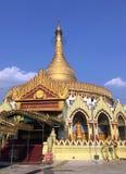 Kaba Aye: Mundo de la pagoda de oro del templo de Kaba de la paz Aye en Yang imágenes de archivo libres de regalías