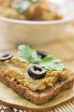 Kabaczka kawior z oliwek, pietruszki i żyta chlebem, Zdjęcia Royalty Free