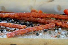 Kabanos korv och kryddor Arkivfoto