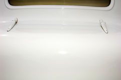 Kabel auf einem Weinleseauto Stockfotografie