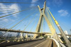 Kabel blev bron i världen Sao Paulo brazil arkivfoto