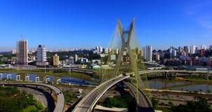 Kabel-bliven bro i världen, São Paulo Brazil, Sydamerika arkivfilmer