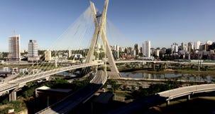 Kabel-bliven bro i världen, Sao Paulo, Brasilien stock video