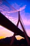 Kabel-bliven bro på skymning i Kaohsiung, Taiwan Fotografering för Bildbyråer