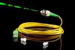 Kabel för bana för fiberoptik på den svarta bakgrunden royaltyfria foton