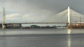 Kabel-gebleven zonovergoten brug stock video