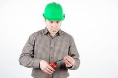 kabel klipper den skyddande hjälmmannen arkivfoton