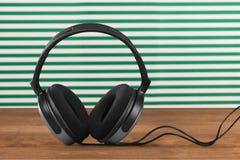 Kabel-Kopfhörer Stockfotos