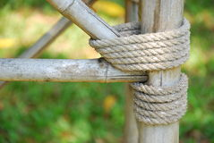 Kabel op bamboemeubilair Stock Foto