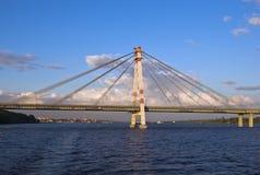 Kabel-vastgebonden brug in Cherepovets Stock Afbeelding