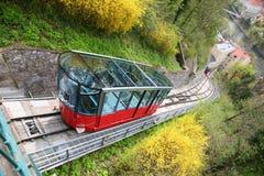 Kabelbaan aan de heuvel van het Kasteel in Graz Royalty-vrije Stock Foto's