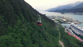Kabelbaan in Alaska, over de onderstellen stock videobeelden