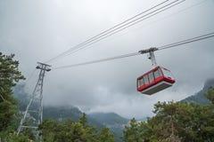 Kabelbaan in de bergen Stock Foto