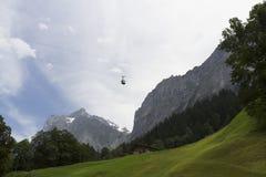 Kabelbaan in de bergen van Alpen Royalty-vrije Stock Fotografie