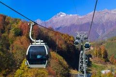 Kabelbaan in skitoevlucht Krasnaya Polyana, Sotchi Royalty-vrije Stock Fotografie