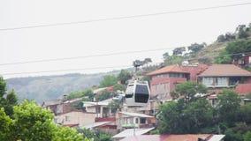 Kabelbaan in Tbilisi, Georgië stock footage