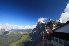 Kabelbahn auf Dolomit Stockbilder
