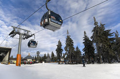 Kabelbahn auf Skiort Cerna Hora Lizenzfreie Stockfotos