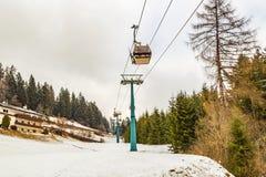 Kabelbahn in den Dolomit Lizenzfreie Stockfotos