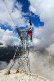 Kabelbahn in den italienischen Dolomit Lizenzfreies Stockfoto