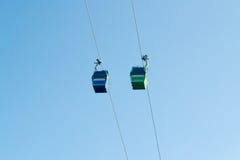Kabelbahn mit einem Paprika UNO Santiago des blauen Himmels stockbilder